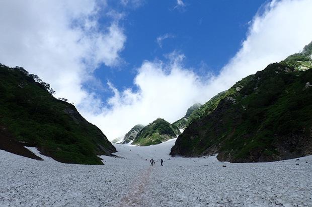 圧倒的なスケールの白馬大雪渓