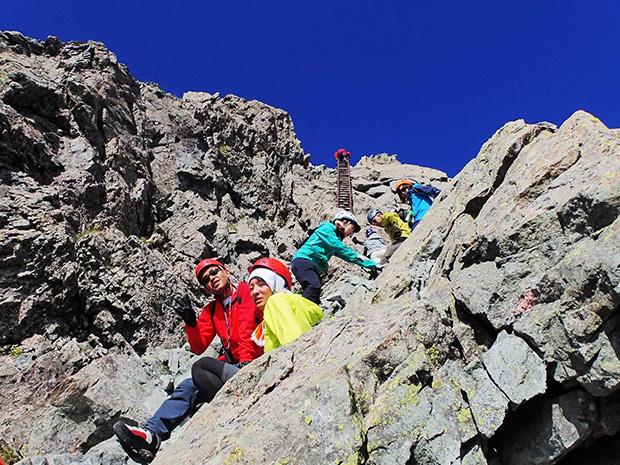 槍ヶ岳の山頂へ