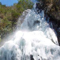 自然の神秘 氷瀑の滝を訪ねる