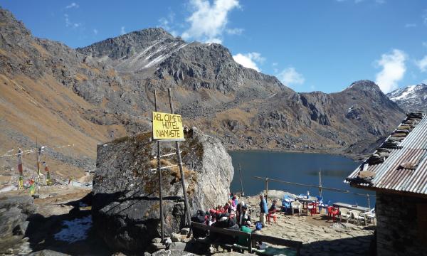ランタン山群 ゴサインクンド・トレッキングとスリヤピーク(5144m)登頂 ロッジ泊で歩く10日間